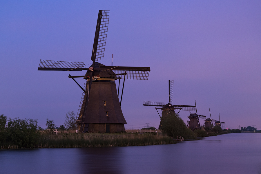Here I drove several hours to Kinderdijk to shoot the blue hour, due to the overcast sky it didn't work out. So I never released any shots (this blog being the exception).